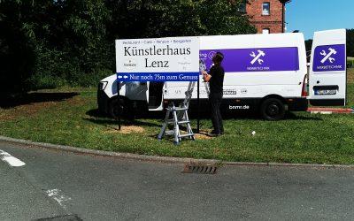 Neuer Wegweiser für das Künstlerhaus Lenz, Gladenbach