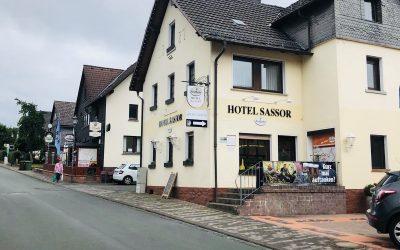 Neue Aussenwerbung für das Hotel Sassor
